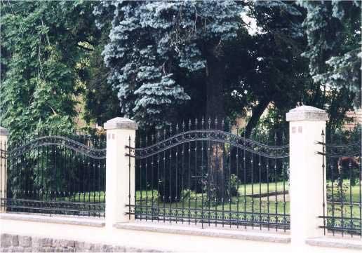 Anfertigung Von Schmiedeeisernen Toren Und Zaunen Durch Metallbau